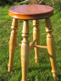 commemorative-stool